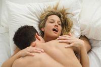 Жена имитирует оргазм