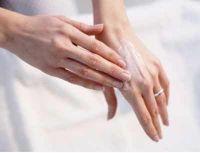 Как ухаживать за руками осенью?