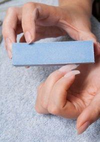 отполируйте ногти