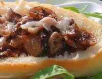 Хрустящие бутерброды с грибами в сливочном соусе